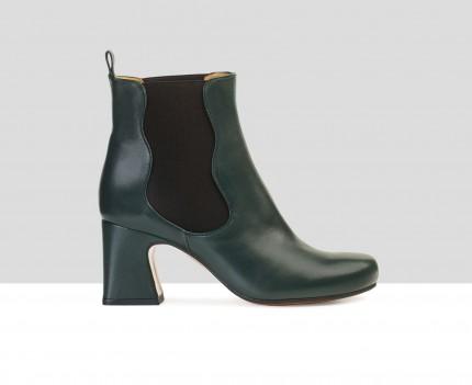 Heel woman leather booties....