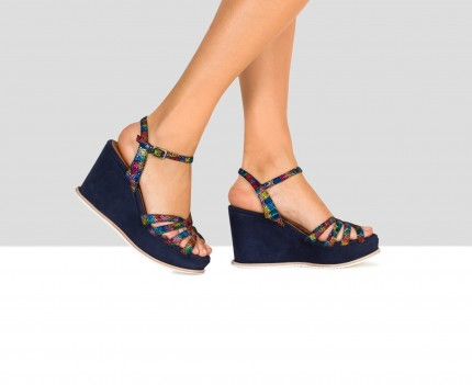 Wedge woman leather sandal....